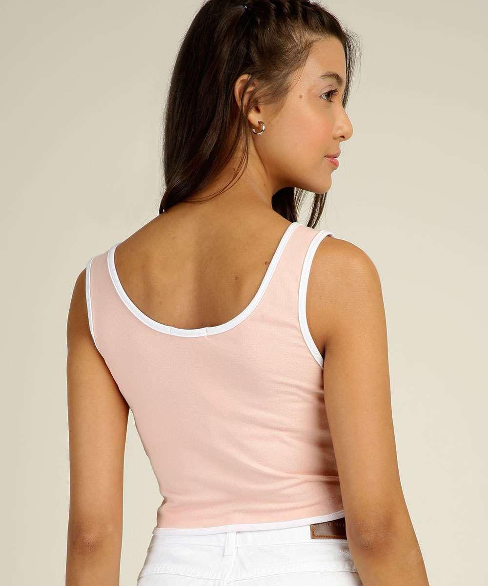 Blusa feminina, modelo cropped, confeccionada em tecido algodão e elastano. Possui decote redondo