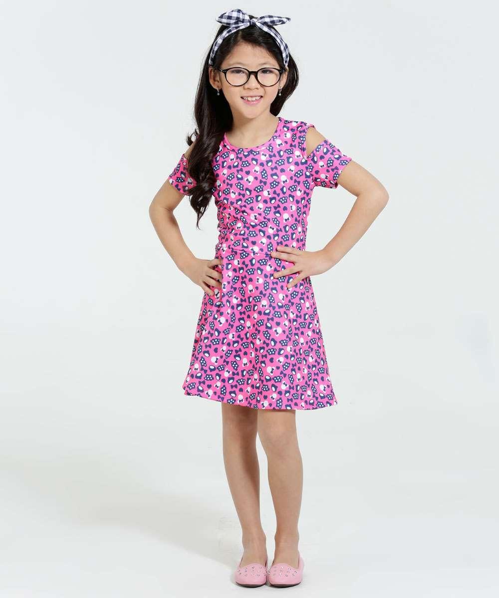 Vestido Infantil Minnie Manga Curta Vazada DisneyVestido infantil ideal para meninas de 4 até 12 anos, confeccionada em...